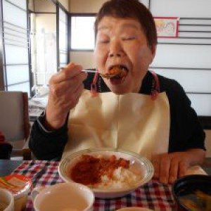 お楽しみ昼食会はハヤシライス!!